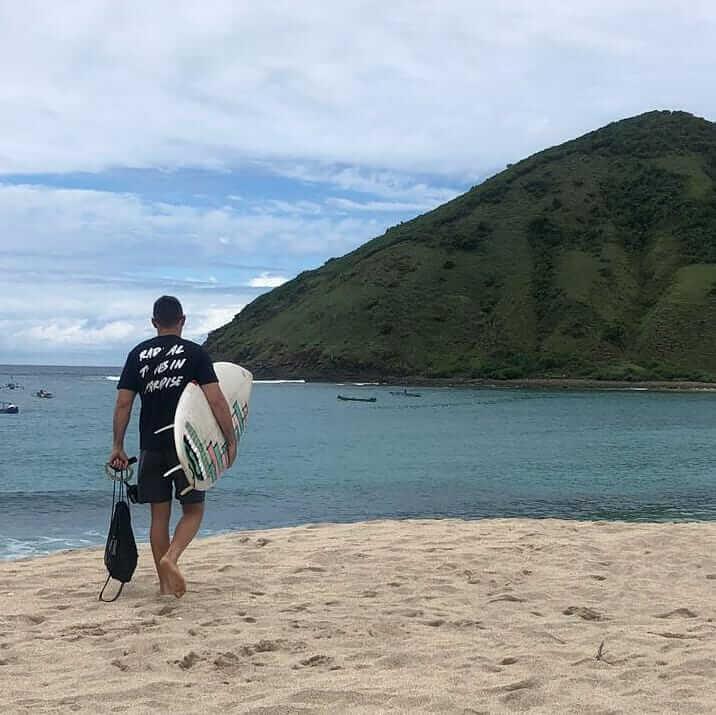 surfing pantai mawun lombok