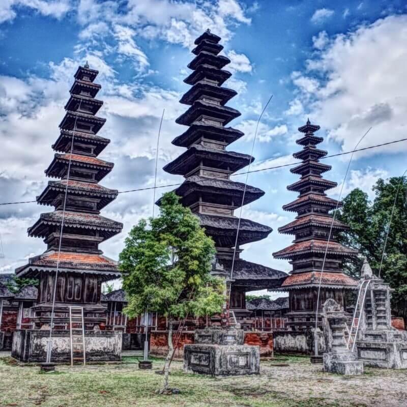 wisata di pura meru lombok